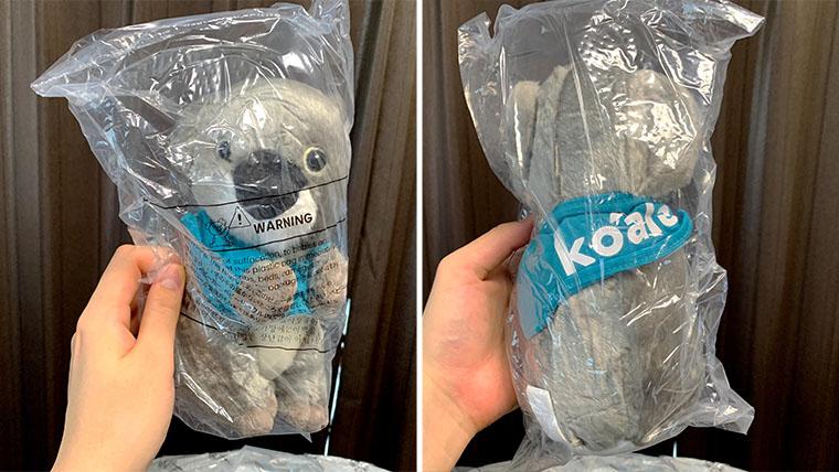 『koala』のロゴが書かれたコアラのぬいぐるみが付属していました。丸められたマットレスの内側に入っていたため、多少潰れています。