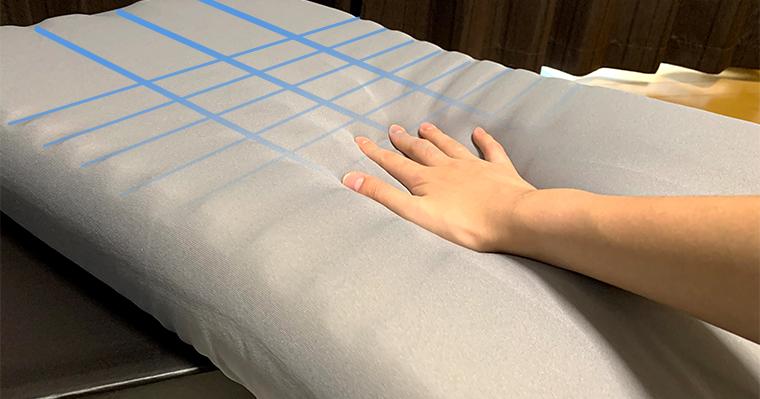 LIMNE the Pillowの中材は縦と横にたくさんのスリットが入っており、通気性の向上を促しています。